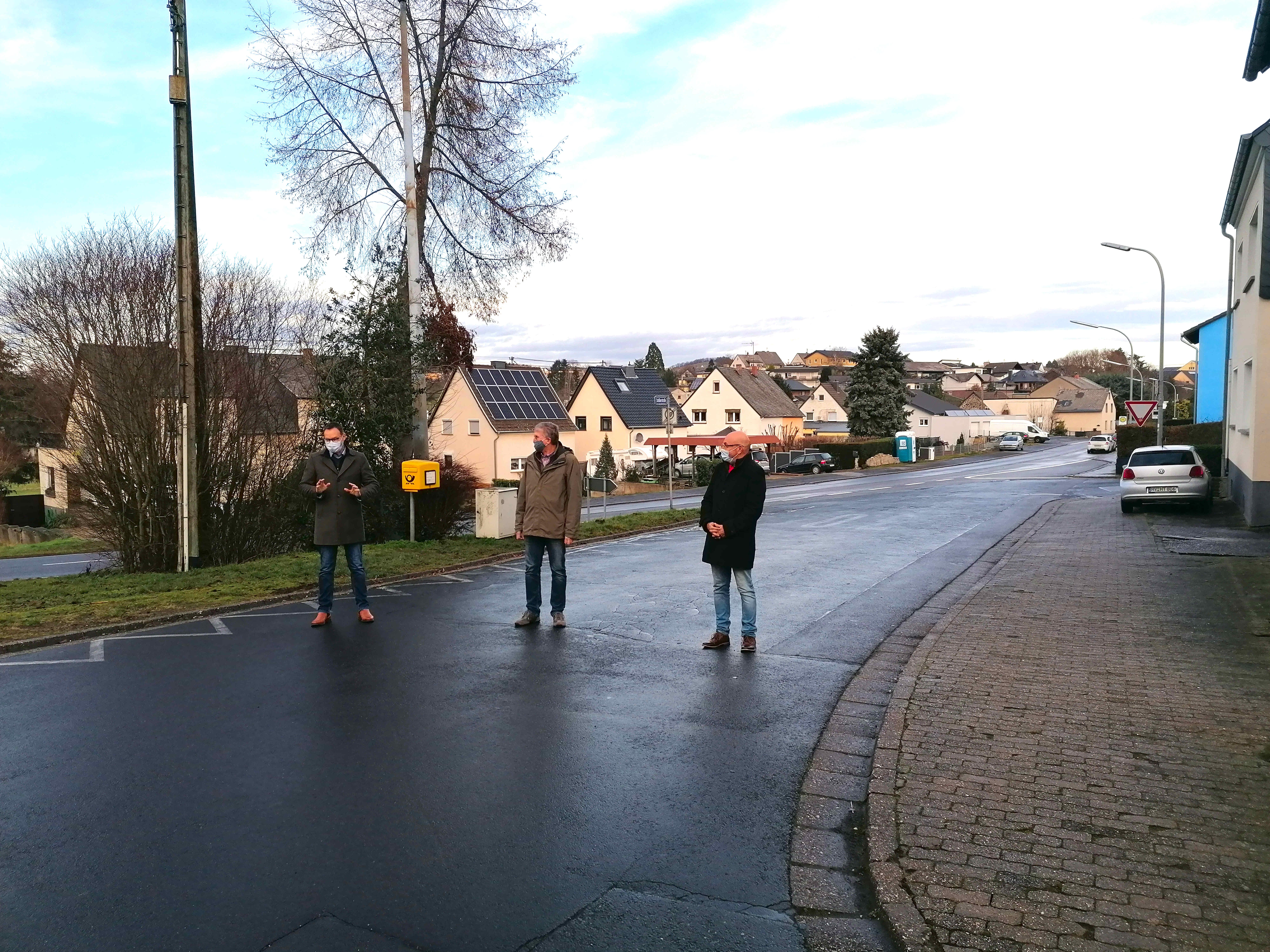 Ochtendunger Straßenausbau: SPD Landtagskandidat Dr. Alexander Wilhelm informiert sich vor Ort (Pressemitteilung)