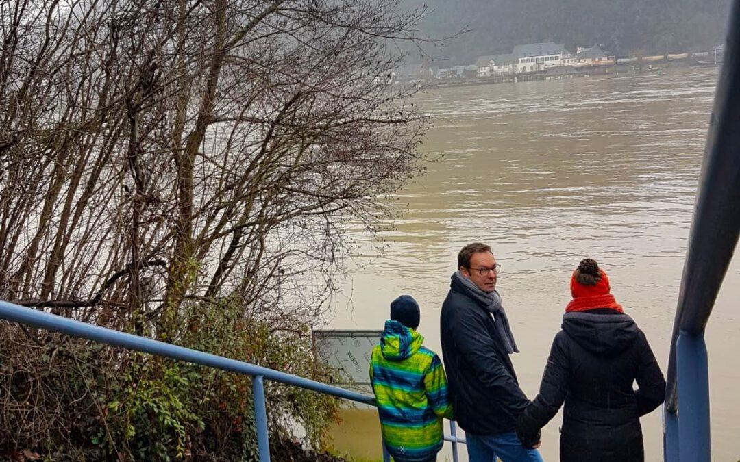 Erleichterung an Rhein, Mosel & Nette: Wasserpegel sinkt!