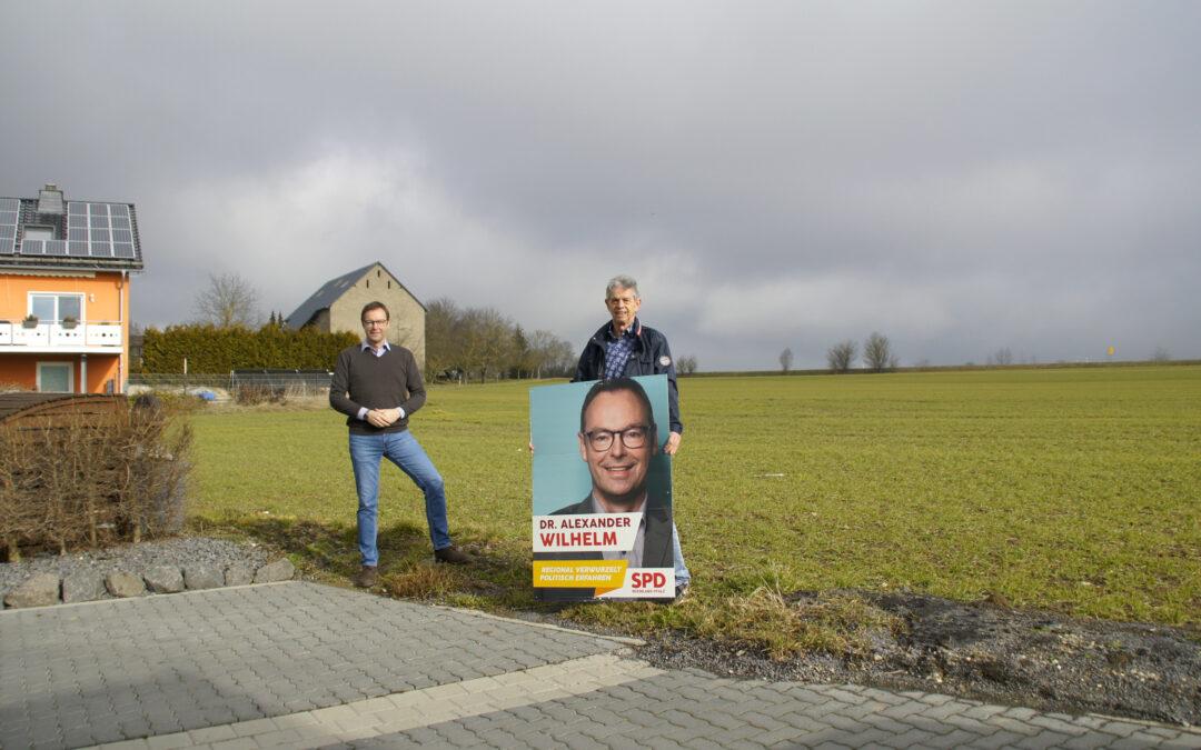 Dr. Alexander Wilhelm mit Herbert Keifenheim in Kehrig: Schulförderung und neue Baugebiete (PM)